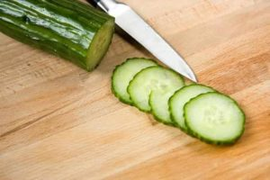 cucumber for dark circles naturally, how to use cucumber on eyes.